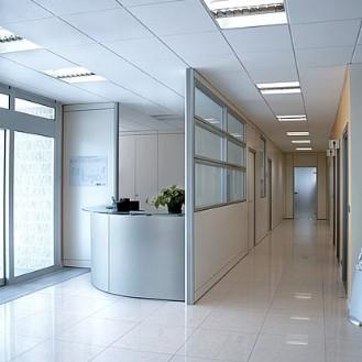 Pareti divisorie cieche attrezzate e in vetro effedue porte for Pareti divisorie ufficio economiche