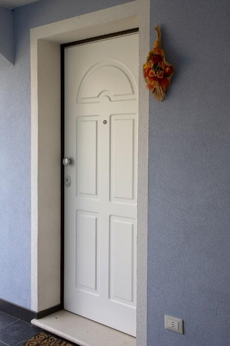 Porte blindate con pannello esterno in acciaio coibentato - Pannello decorativo per porte ...